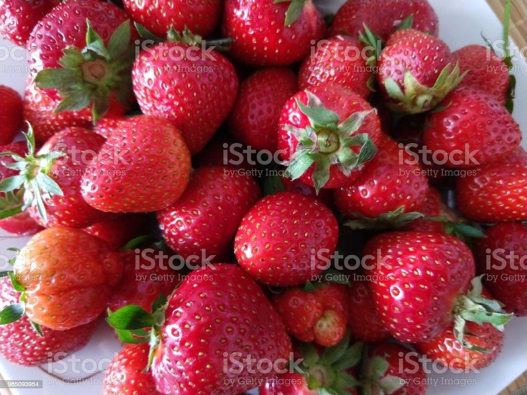 Strawberries on the plate. zbiór zdjęć royalty-free