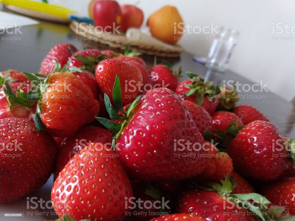 Strawberries on the plate. zbiór zdjęć royalty-free