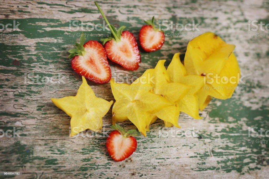 草莓和星果 - 免版稅健康的生活方式圖庫照片