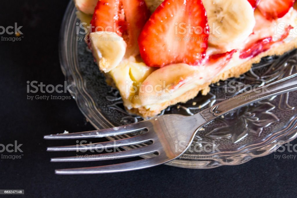 딸기 바나나 tartlet 배열 한다 royalty-free 스톡 사진