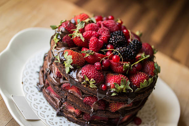Strawberry cake with blackberry, mulberry and dark chocolate - fotografia de stock