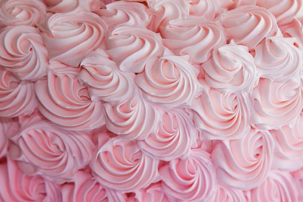 tourbillons glaçage fraise - glaçage photos et images de collection