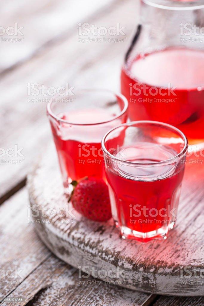 Strawberry sprit i ett glas - Royaltyfri Alkohol Bildbanksbilder