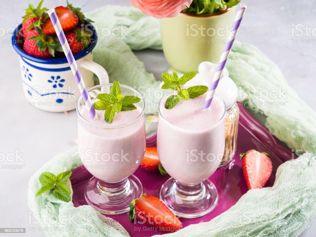 草莓奶昔夏天早餐 免版稅 stock photo