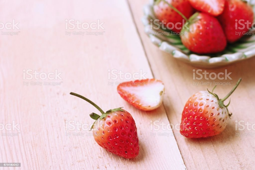 Strawberry on wood background foto de stock royalty-free