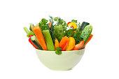 ストローの新鮮な野菜のボウル