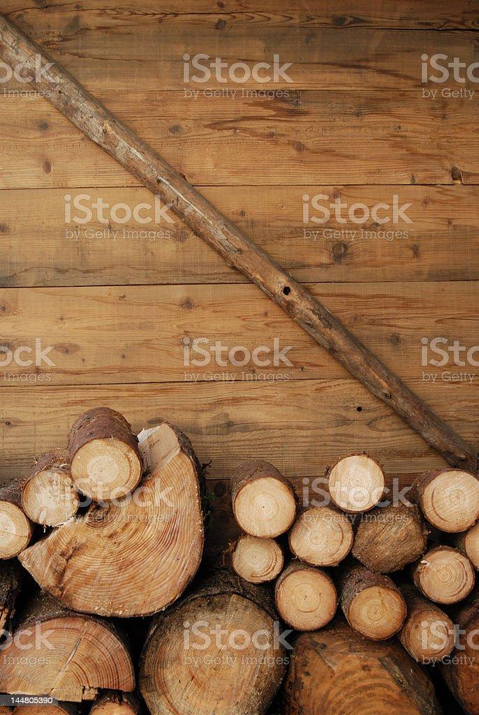 Stère de bois sur chalet stock photo