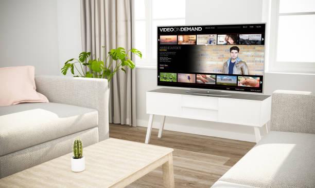 streaming-filme-fernsehen im skandinavischen wohnzimmer sofa - desktop hintergrund hd stock-fotos und bilder