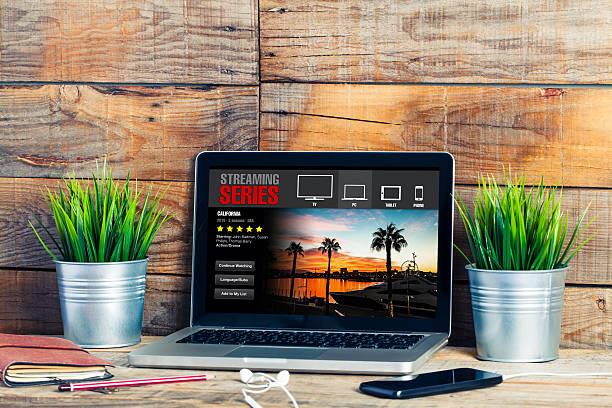 streaming tv series on the internet. - video modelo fotografías e imágenes de stock
