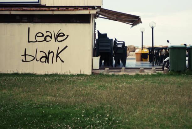 streetart unkenntlichmachung eines gebäudes - schlechte zitate stock-fotos und bilder