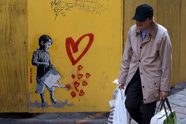 street art in bologna, italy - sprüche für die liebe stock-fotos und bilder