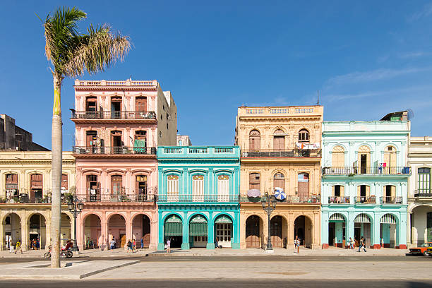street at old havana, cuba. - 旧市街 ストックフォトと画像