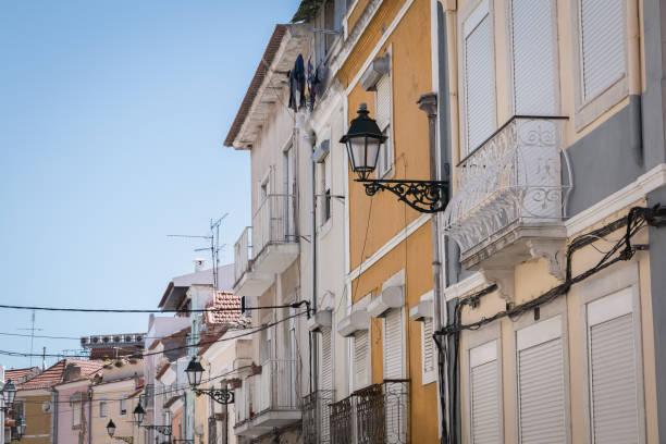street atmosphere and typical architecture in the historic city center of setubal, portugal - setubal imagens e fotografias de stock