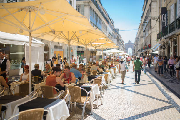 street cafes and restaurants in lisbon - esplanada portugal imagens e fotografias de stock