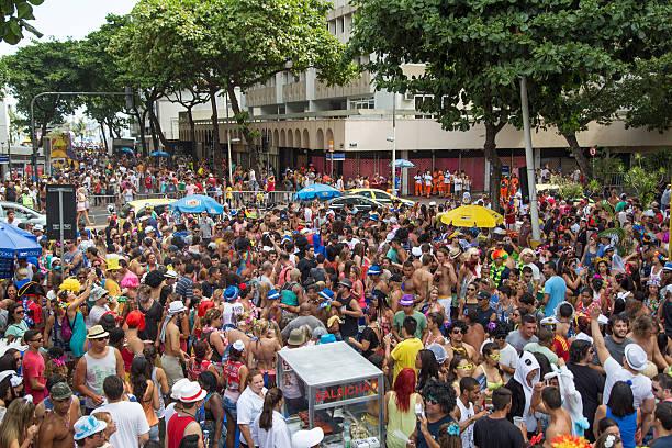 rue carnaval à rio - carnaval de rio photos et images de collection