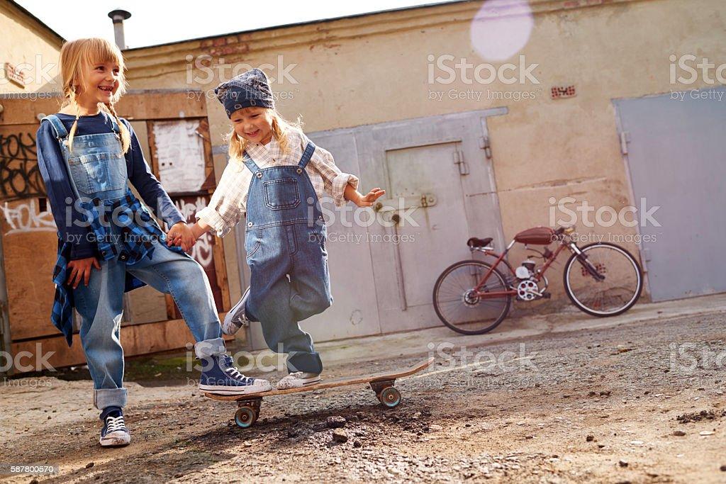 Niños en la calle - foto de stock
