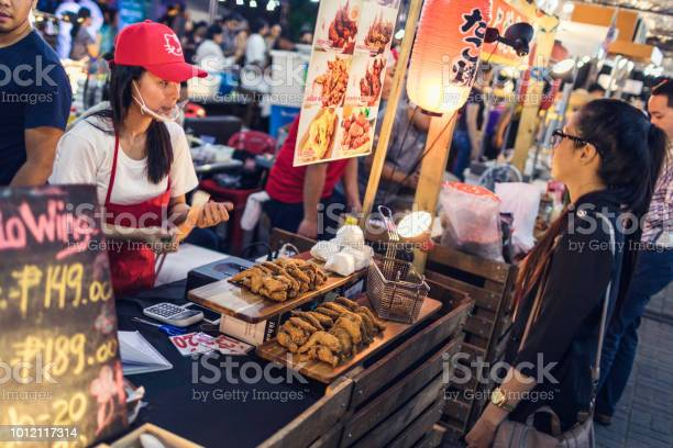 Street food market in bgc picture id1012117314?b=1&k=6&m=1012117314&s=612x612&h=24tk4xj4nnkcgl43pjizhds7rcfzqo64wr 2so97bcw=