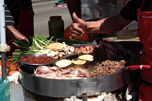 street food tacos in mexico city - streetfood stock-fotos und bilder