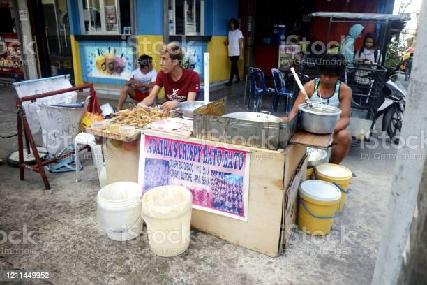 Street food vendor at their food stall sells deep fried chicken picture id1211449952?b=1&k=6&m=1211449952&s=612x612&h=etj3 q nwluqkgo9k0zrcgp jvn8zr9xjoukpysc2ro=