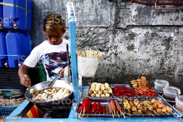 Street food vendor deep fries fish balls at his food cart picture id1162243714?b=1&k=6&m=1162243714&s=612x612&h=rmghdgimgnuc0aqzzisg9epvnpzmehg47 6vnncqinq=