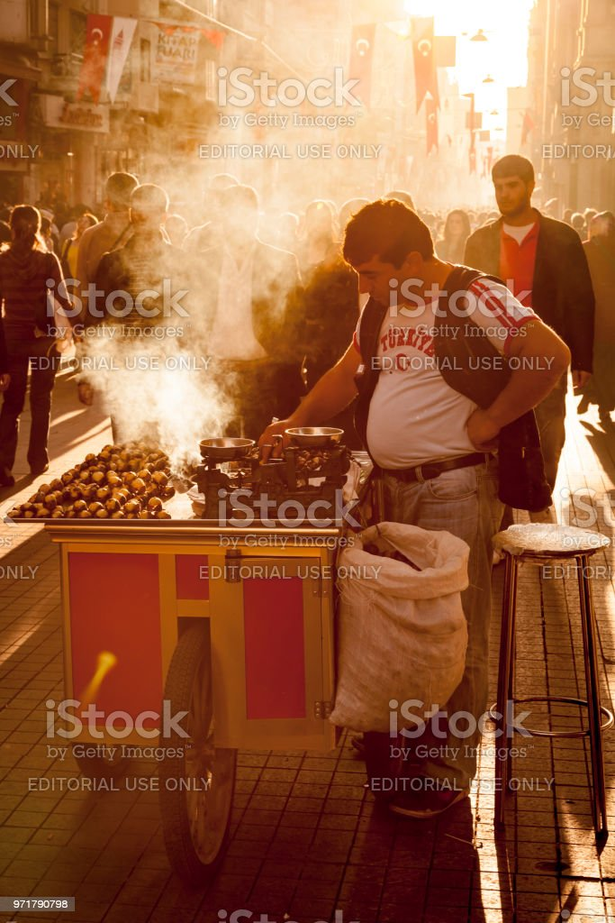 Street food vendor on Istiklal Avenue in the centre of Istanbul, Turkey stock photo
