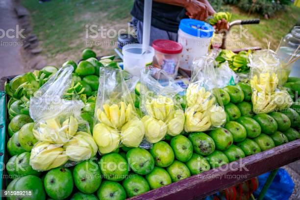 Street food vendor slices fresh green mango which sells on food cart picture id915989218?b=1&k=6&m=915989218&s=612x612&h=5kvkkjladha fc3eik8l3u6mgptk3w4mkuuolgzdq2i=