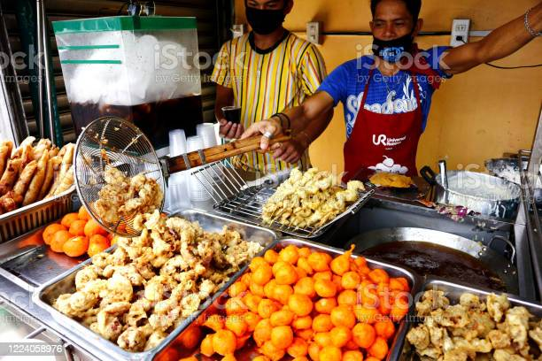 Street food vendors sell assorted deep fried food in their food cart picture id1224058976?b=1&k=6&m=1224058976&s=612x612&h=mcub9mdyqwuxuvdo4uf5qwy4zwm2dbgc wvhm6n3vcw=