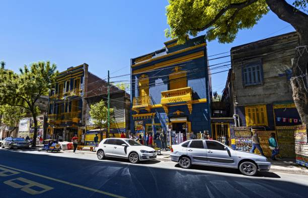street in buenos aires in front of la bombonera stadium - maradona foto e immagini stock