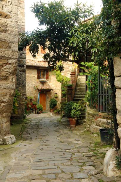 Straße in in Montefiroalle, Italien – Foto