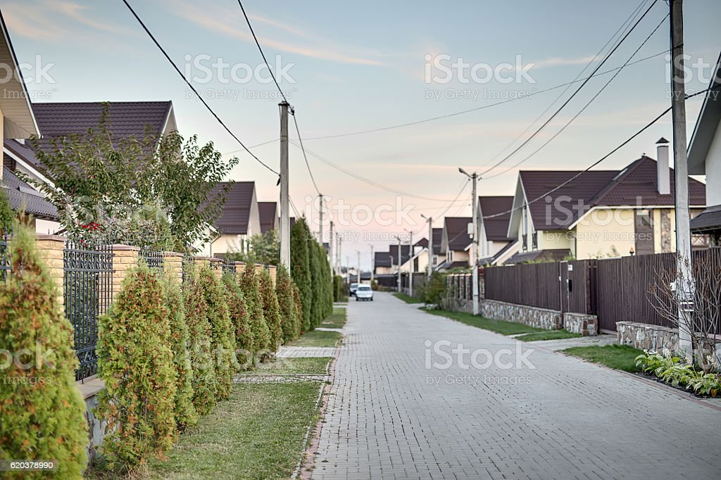 Street in modern cottage town foto de stock royalty-free