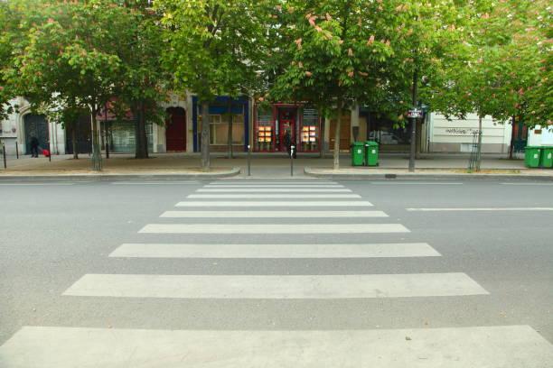 파리의 거리 - 횡단 뉴스 사진 이미지