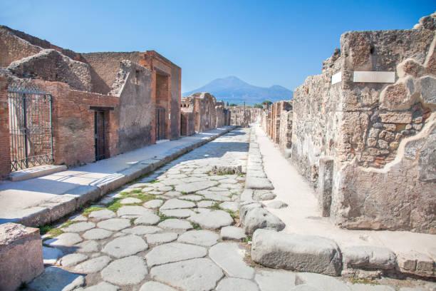 Straße in Pompeji und Vesuv, Italien – Foto