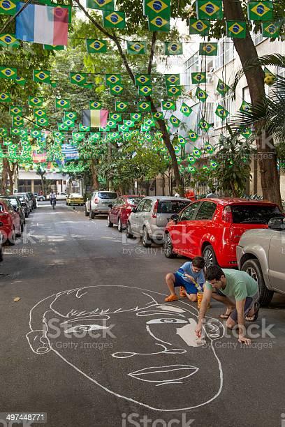 Foto de Street No Rio Decorados Para A Copa Do Mundo De 2014 e mais fotos de stock de Amarelo