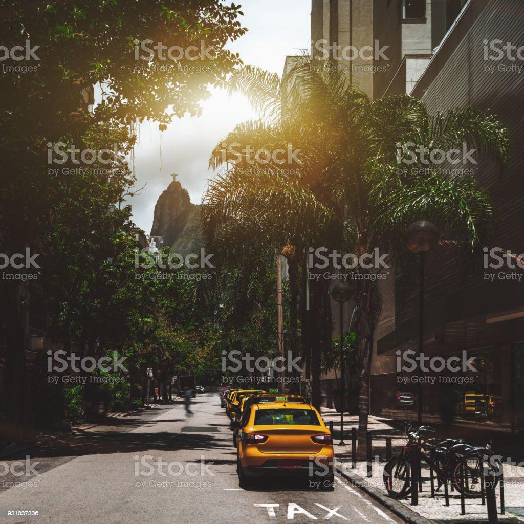 Straße in Rio mit mehrere Kabinen drauf – Foto