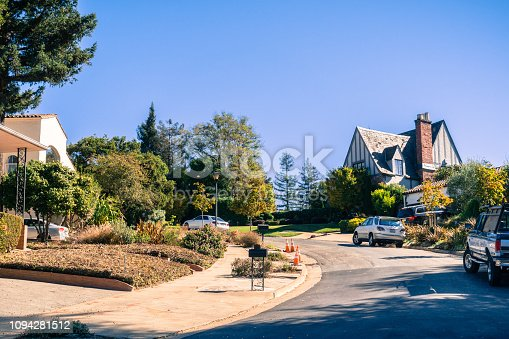 istock Street in the residential area of Oakland on a sunny autumn day, San Francisco bay area, California 1094281512