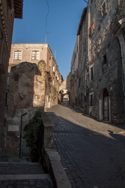 street in tivoli (italy) - batalina italy стоковые фото и изображения