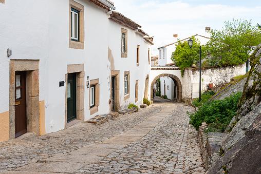 Street In Traditional Medieval Village Marvao Portugal - Fotografias de stock e mais imagens de Aldeia