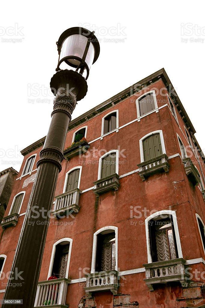 street 램프 및 늙음 어파트먼트 royalty-free 스톡 사진