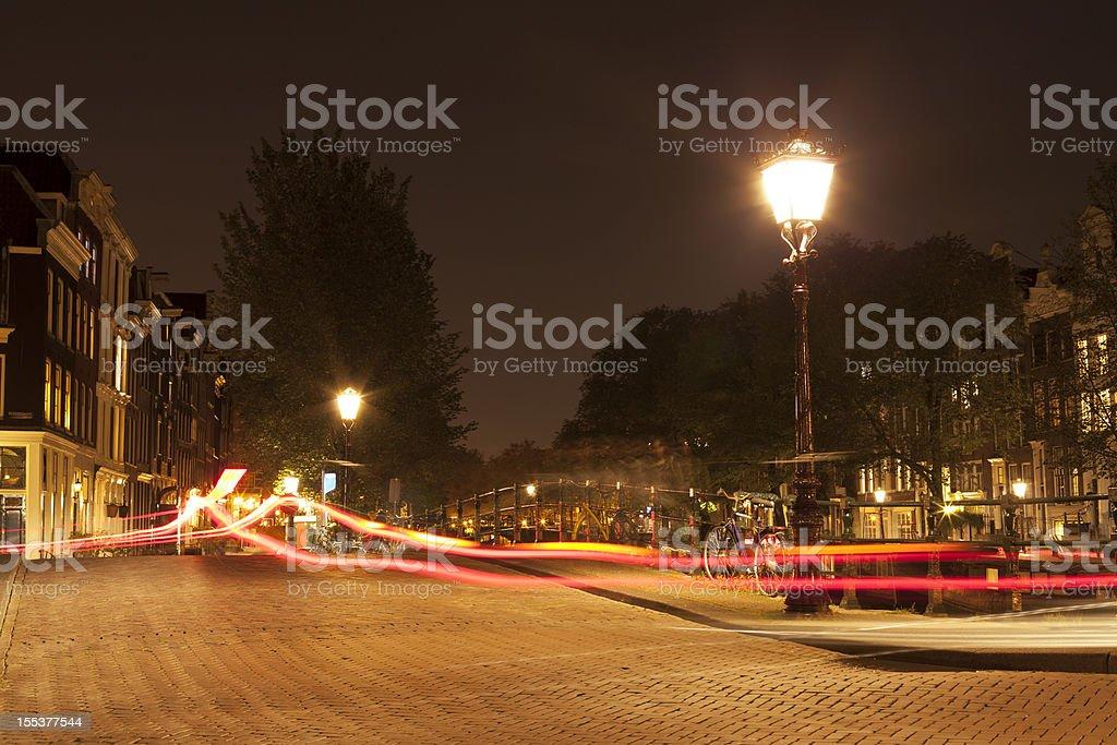 Licht Tour Amsterdam : Lampe am abend straße mit auto licht wege amsterdam stock