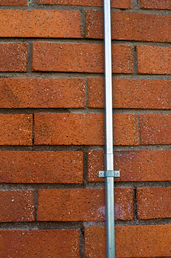 Street Lamp Cable Conduit On Red Wall - Fotografias de stock e mais imagens de Alemanha