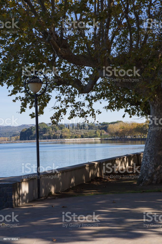A street lamp in the avenue of Lake Bolsena foto stock royalty-free