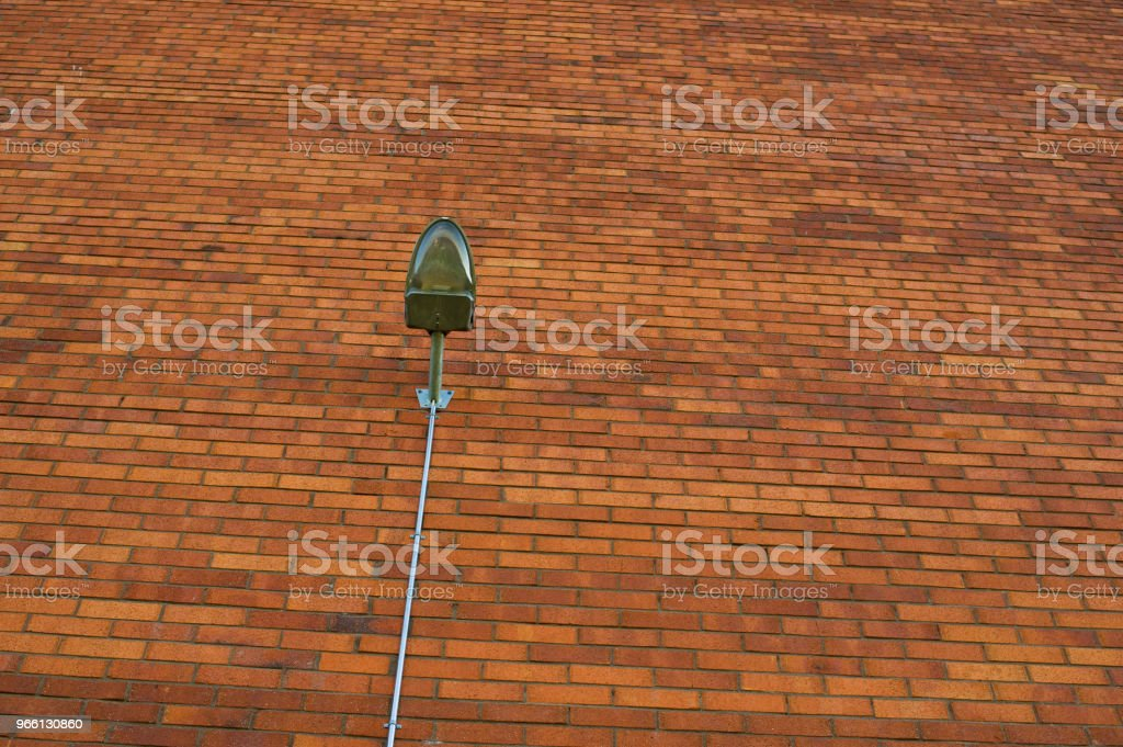 Street Lamp On Red Wall - Стоковые фото Архитектура роялти-фри
