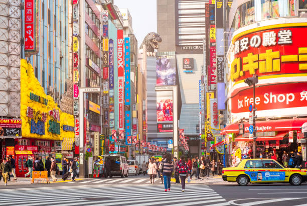 street life in shinjuku march 28, 2016. shinjuku is a special ward located in tokyo metropolis, japan. it is a major commercial and administrative centre - shinjuku ward stock photos and pictures