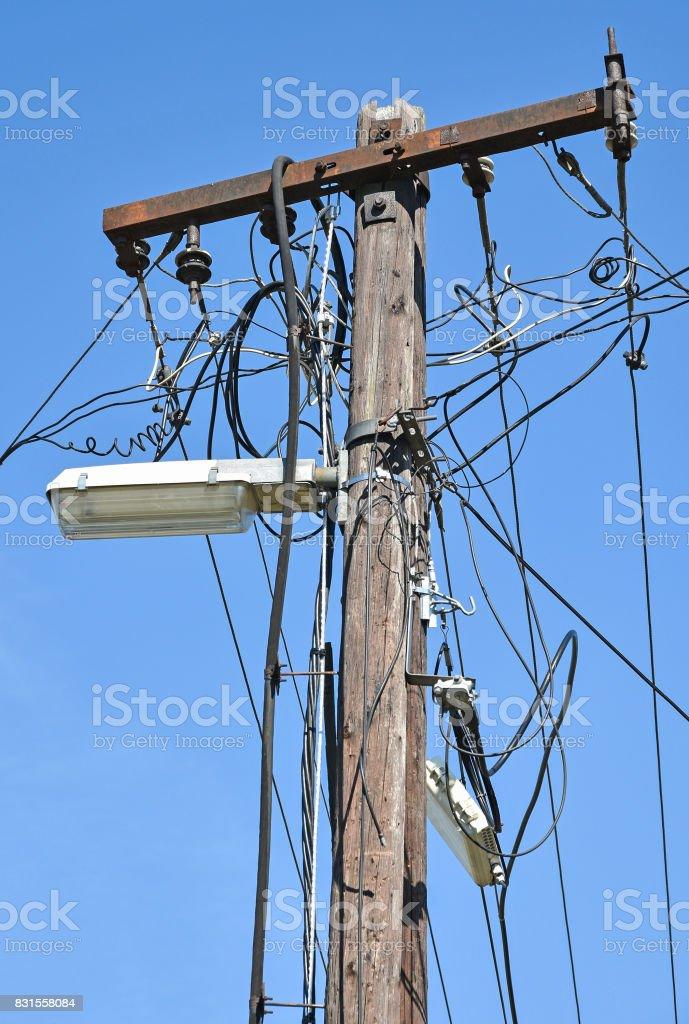 Fotografía de Calle Cables De Luz Y Energía Eléctrica En Un Poste y ...