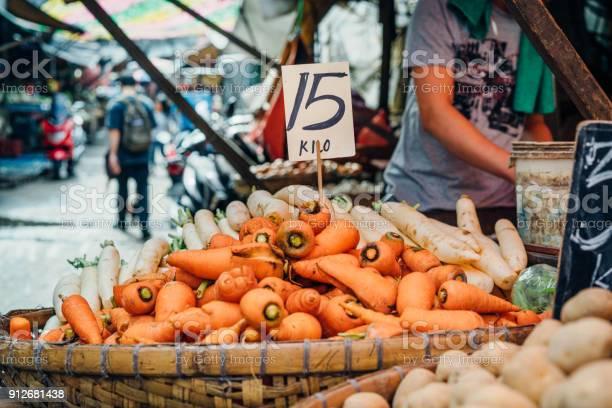 Street market in manila philippines picture id912681438?b=1&k=6&m=912681438&s=612x612&h=ulgrbdu6fz8rwx8a5m6qysweeviikn0jnpi6xdgxq o=