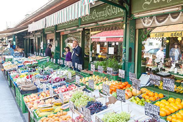 street market of fruits in vienna - naschmarkt stock-fotos und bilder