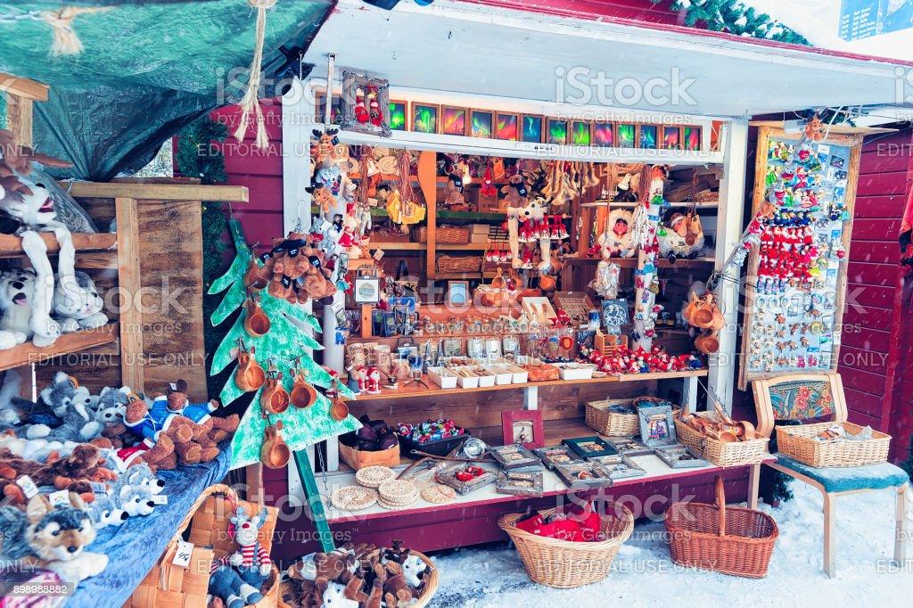 Straße Marktstand Mit Traditionellen Souvenirs Im Winter Rovaniemi