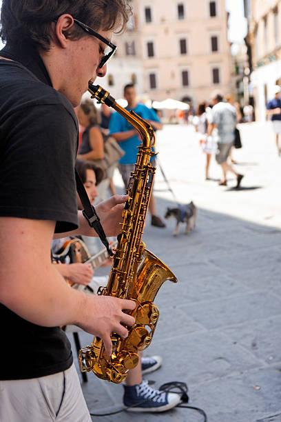 street music in perugia - double_p stockfoto's en -beelden