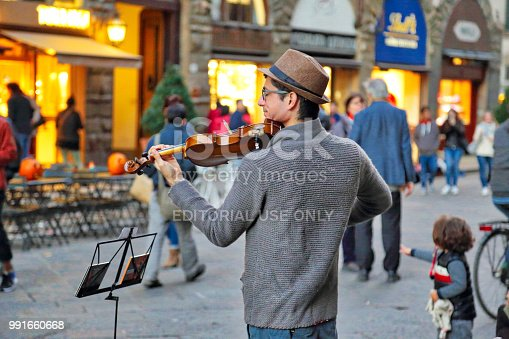 istock Street musicians entertaining tourists near landmark Florence attraction 991660668