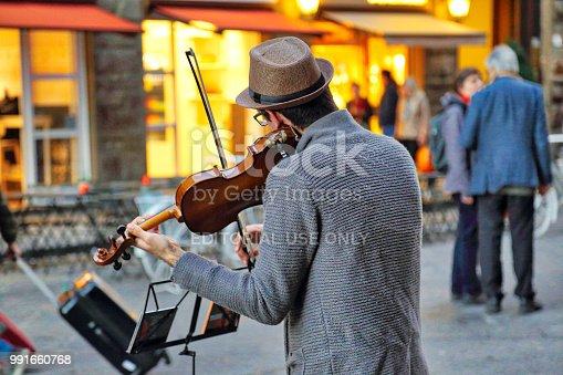 istock Street musicians entertaining tourists near landmark Florence attraction 991660768